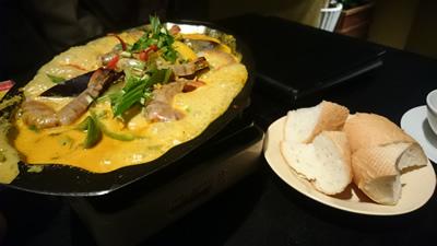 海老のスパイシーココナッツ炒め煮&フランスパン